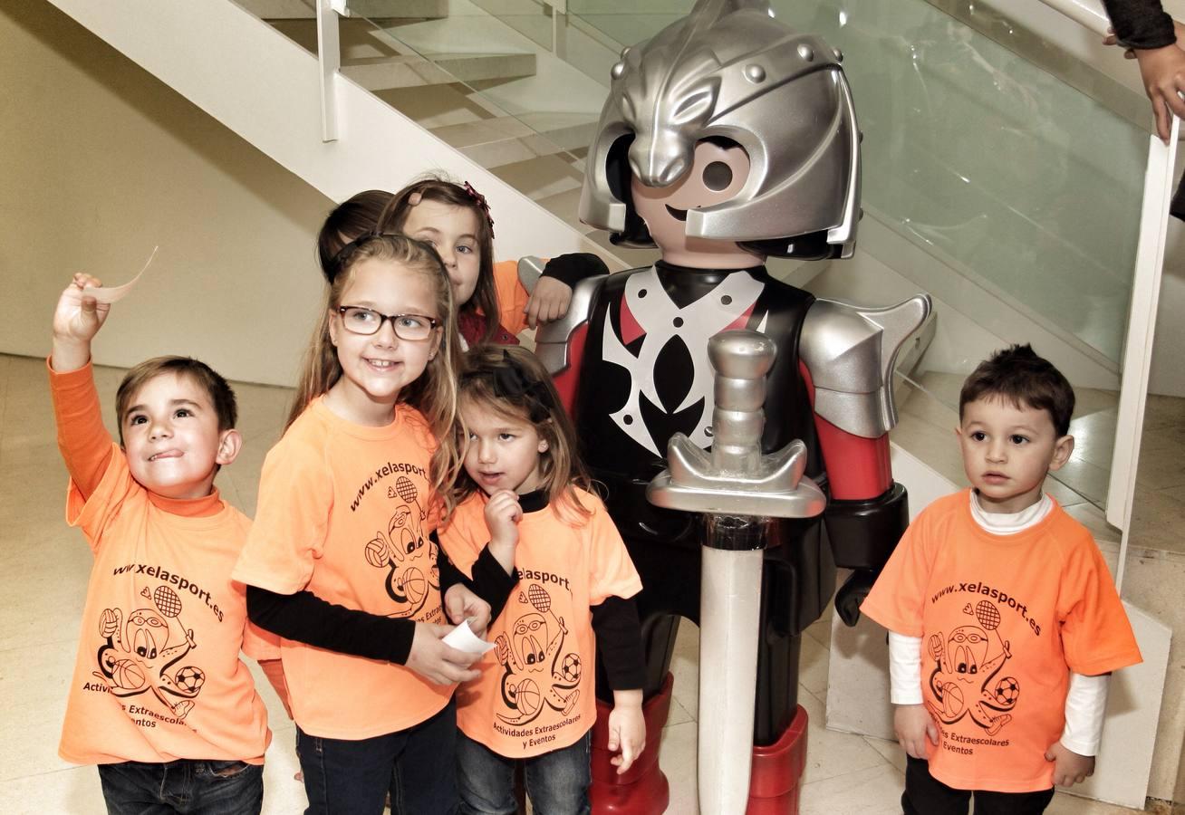 Visita de los foguerers infantiles a la exposición de Playmobil en el Castillo