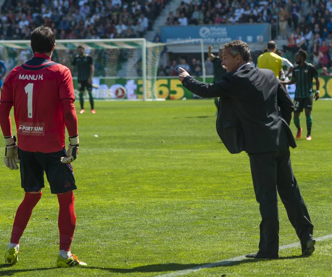 Imágenes del Elche-Betis disputado en el Martínez Valero