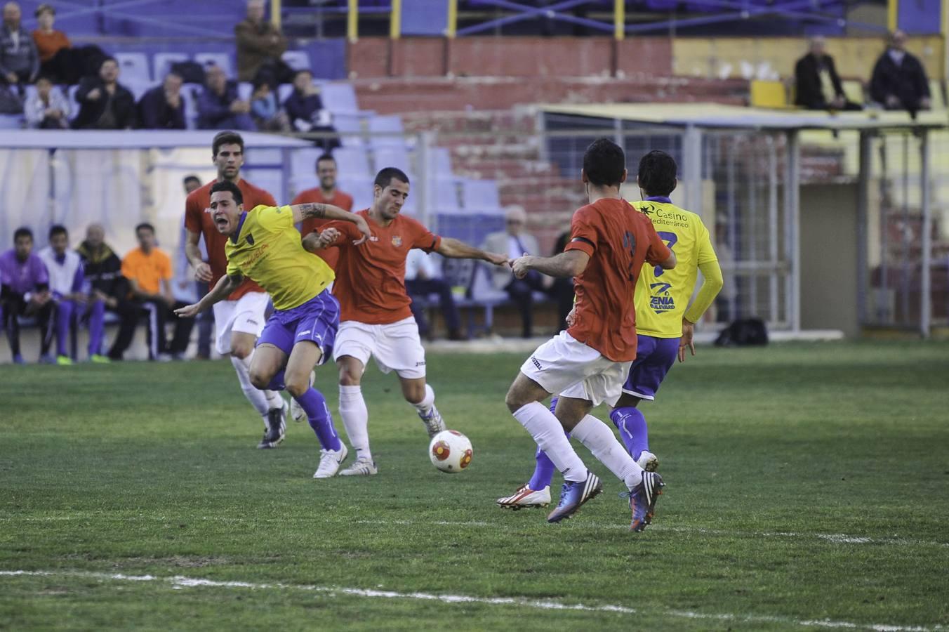 Imágenes del partido Orihuela-Ribarroja disputado en Los Arcos